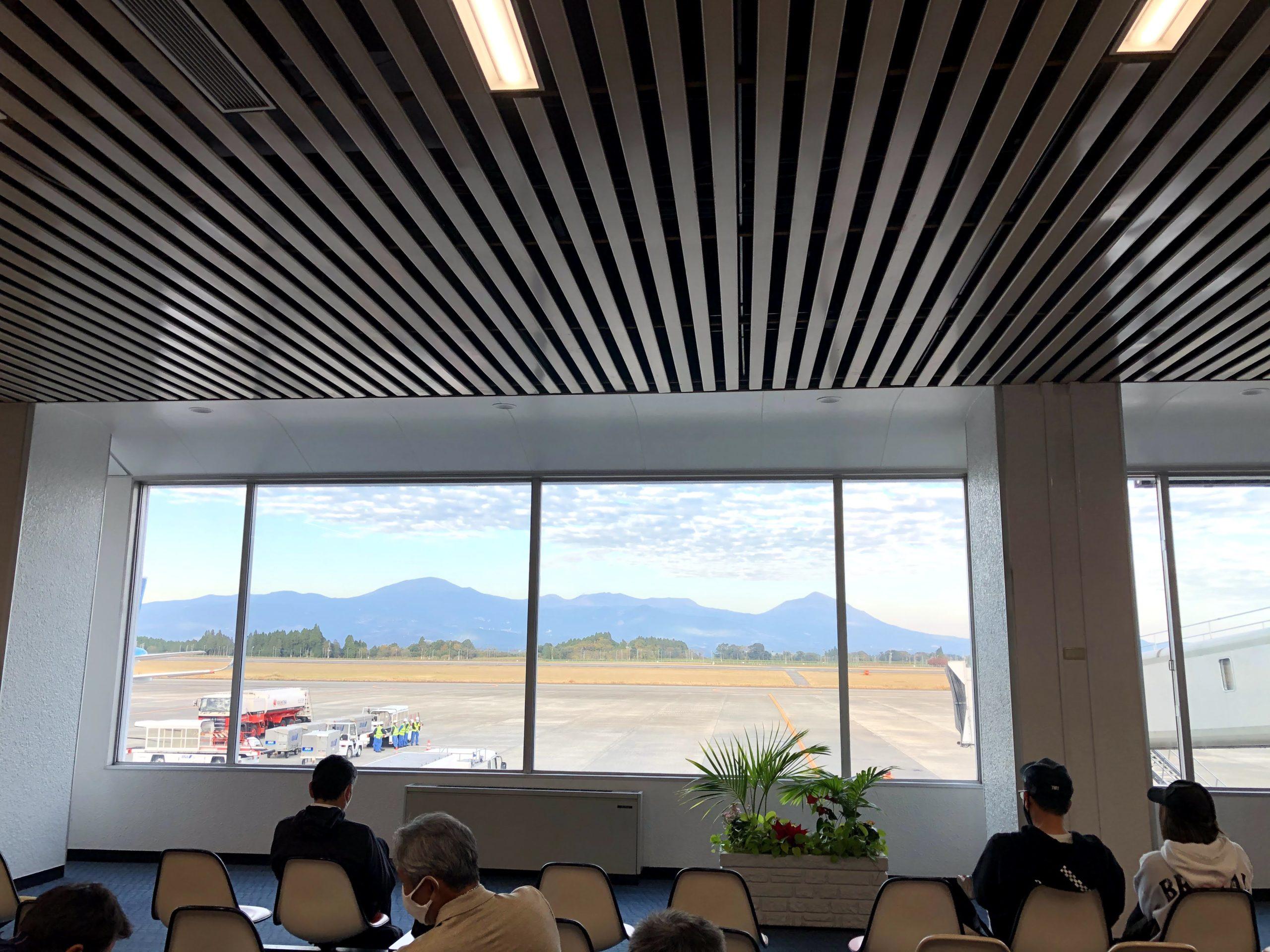 鹿児島空港からの霧島連山の景色